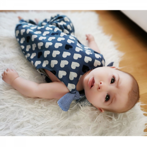 handgenähter onesie aus Baumwolle