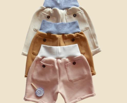 Weniger ist mehr: das besagt das Prinzip der Capsule Wardrobe. Genauer: Die Grundidee ist eine begrenzte Anzahl an Kleidungsstücken